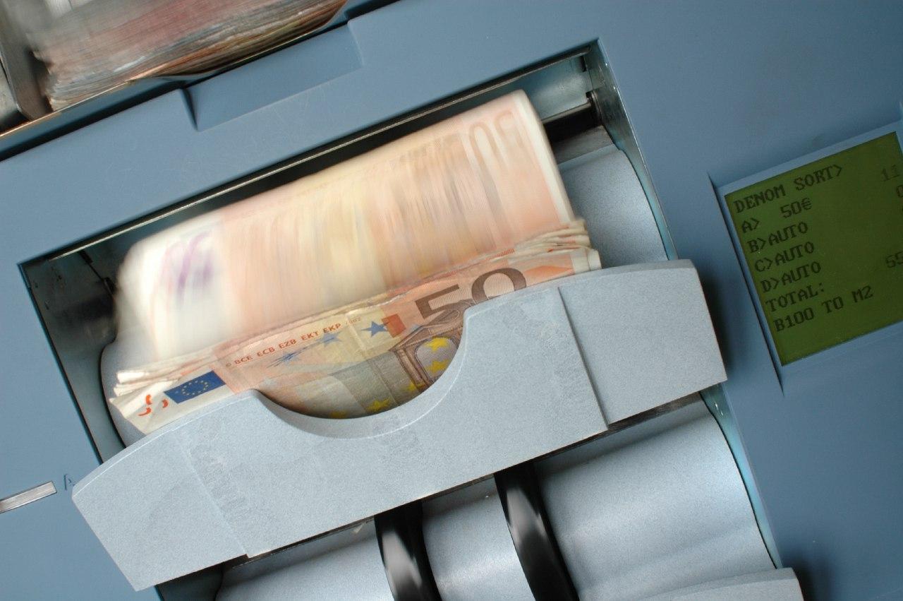 Как вывести деньги с фриланс картинка корпоратив фрилансера